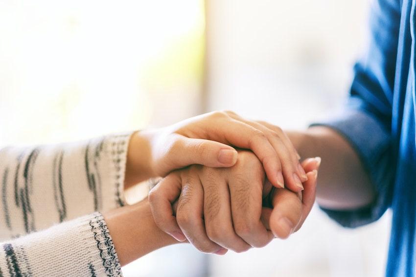 Comment aider un proche sous emprise ?